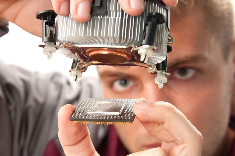 Reparação de Computadores - SOS PC – Venda Upgrade e Reparação de material informático. Recuperação de dados e Webdesign.